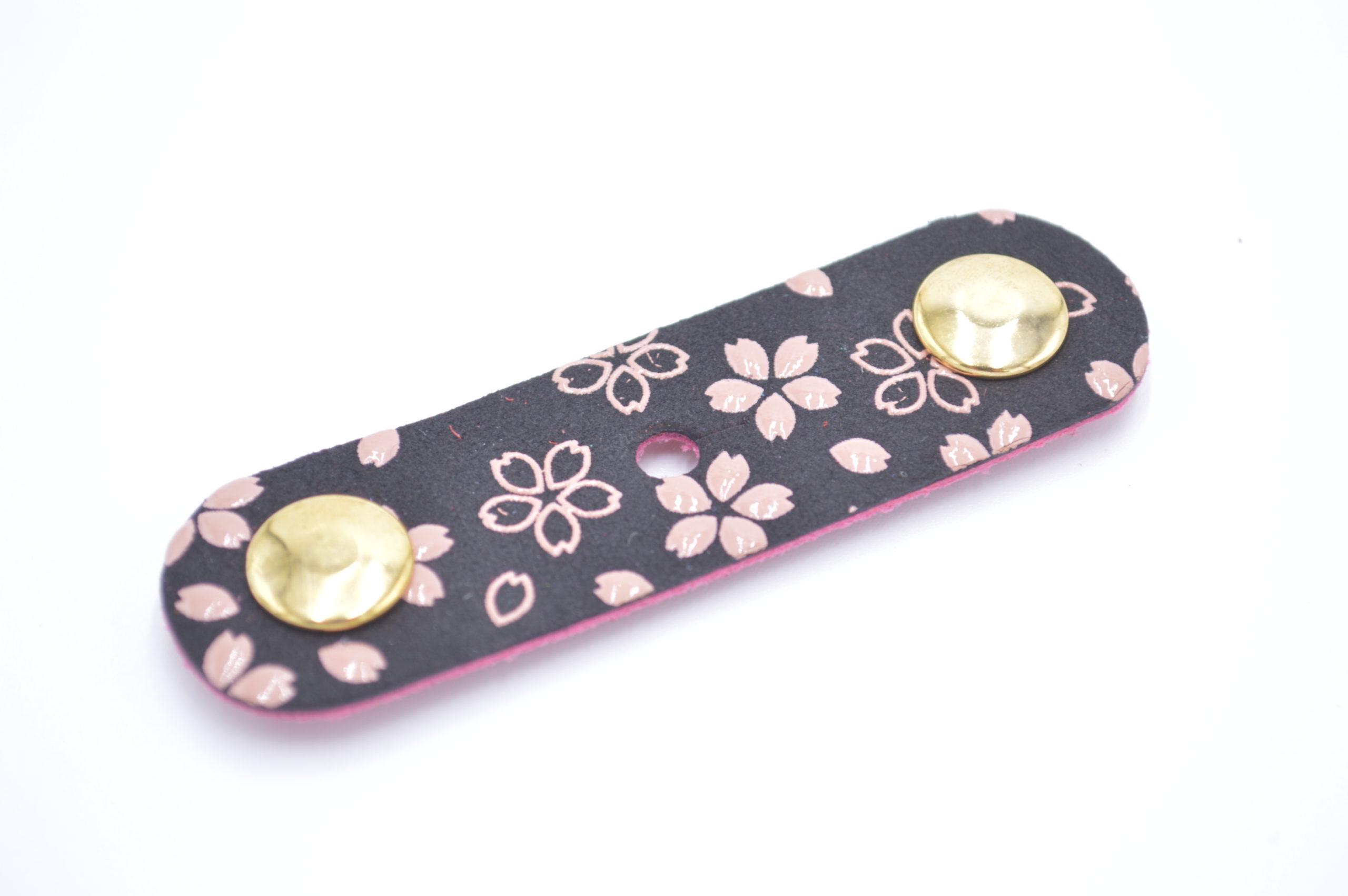 コードホルダー 黒/ピンク 桜柄